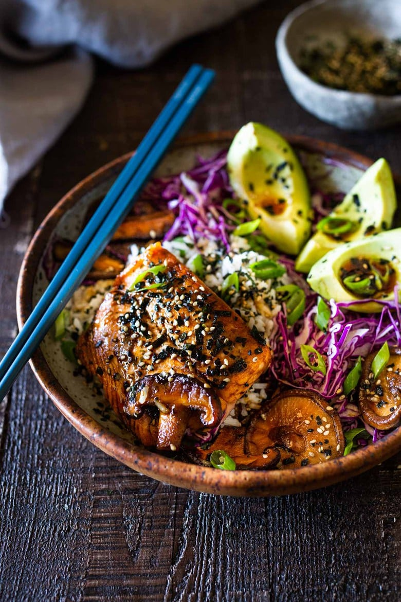 Furikake Salmon Bowls- Seared Salmon with Sesame oil a fast and easy weeknight dinner that healthy and delicious. #salmonbowl #keto #salmon