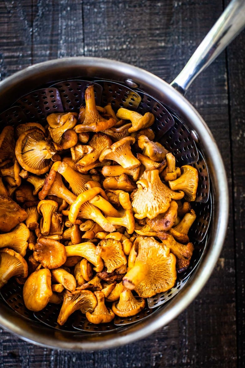 How to Smoke Mushrooms (on your stovetop) Elevate your vegan and vegetarian mains with Smoked Mushrooms! This simple easy technique requires no special equipment and can be made on your stovetop. Add flavor, complexity and depth to dishes you are already making, in 15-20 minutes! #smokedmushrooms #howtosmokemushrooms