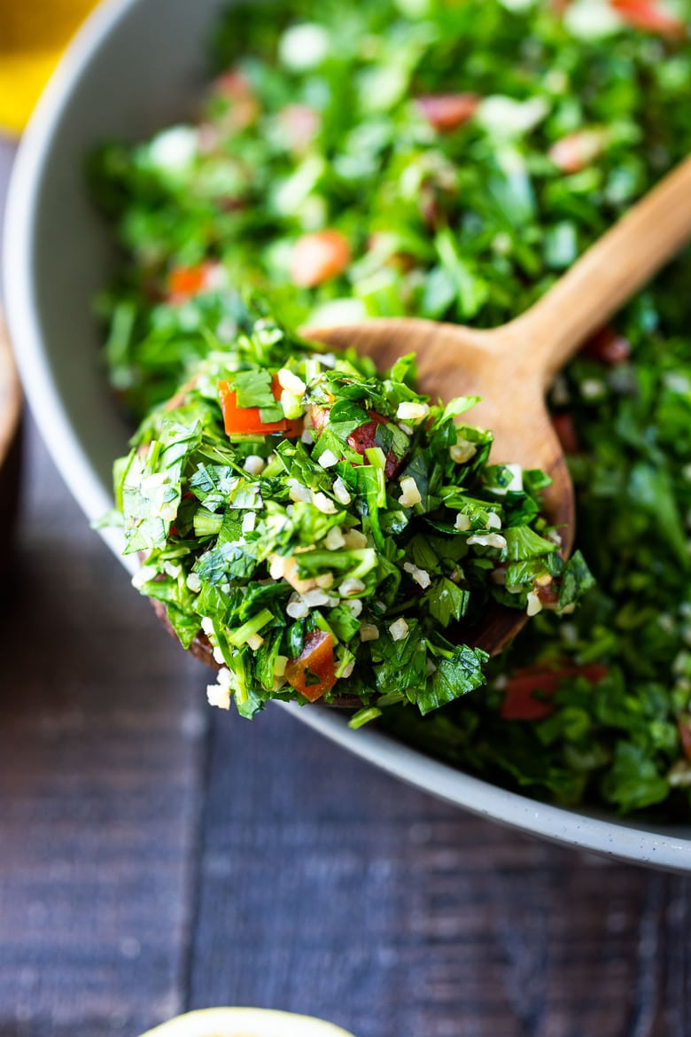 How to make the BEST Tabouli - this authentic Lebanese version is full of flavor, vegan and can be made with bulgar or quinoa. Seasoned with 7- spice! #tabouli #tabbouleh