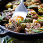 Crispy Herbed Smashed Potatoes with Garlic and Herbs- a healthy vegan side perfect for breakfast or dinner! #veganside #potoatoes #smashedpotatoes #veganpotatoes