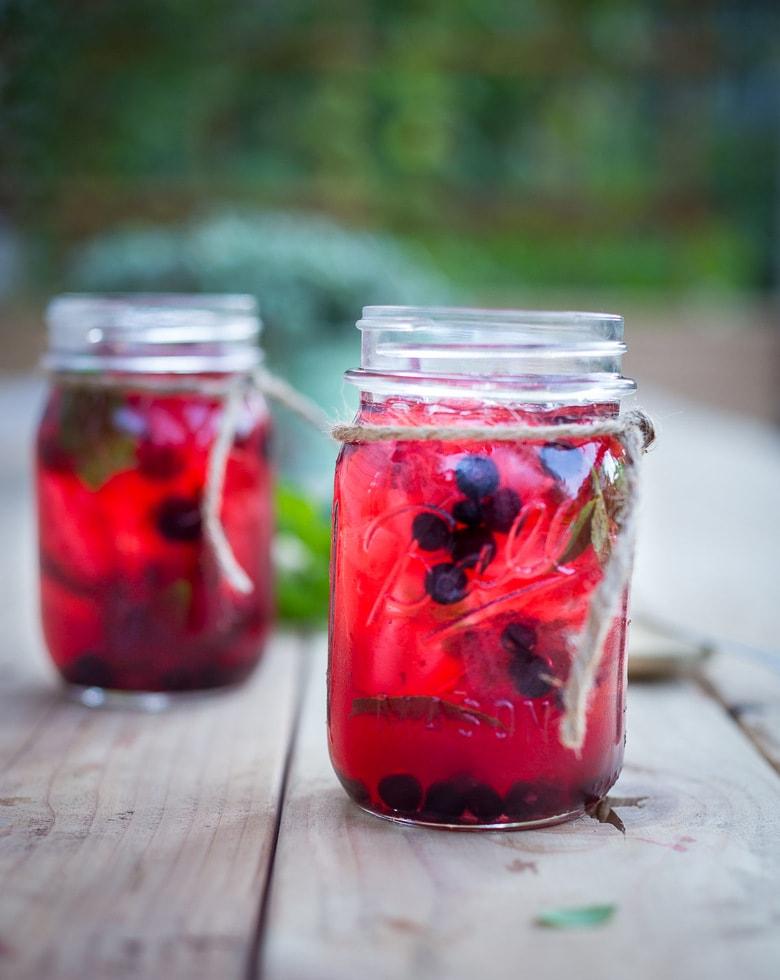 How to make refreshing Huckleberry Mojitos with Rum, fresh huckleberries and mint. #mojito #huckleberries