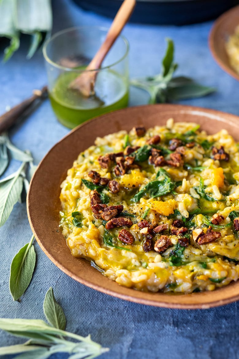 Cozy up with a comforting bowl of Butternut Risotto with Leeks and Spinach made with very little fuss, in your Instant Pot pressure cooker. Vegan-adaptable and Gluten-free. #butternut #butternutrisotto #instantpot #vegan