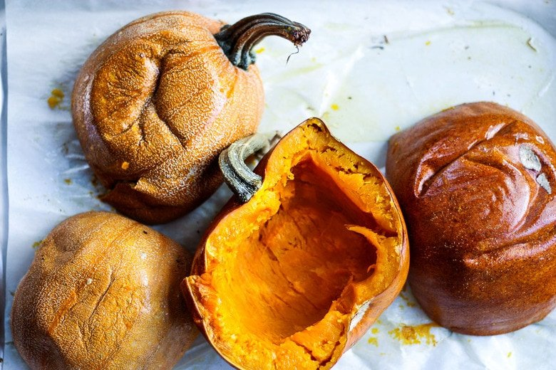 How to make homemade Pumpkin Puree from scratch- a simple easy step-by-step recipe to use in place of canned pumpkin. Learn how to roast pumpkin, puree pumpkin and store it for future use, all in about an hour! #pumpkinpuree #roastedpumpkin