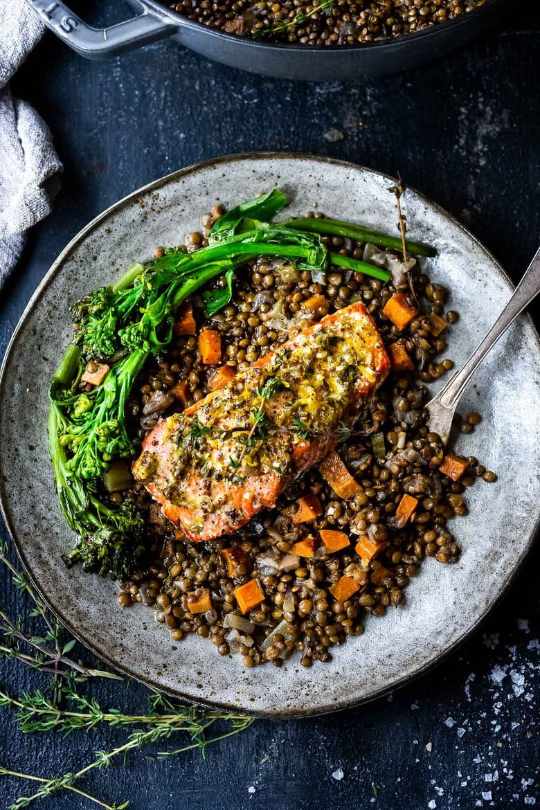 Roasted Salmon with Lemon and Thyme served over Braised French Green Lentils- a simple healthy weeknight dinner recipe! #lentils #salmon #bakedsalmon #frenchlemons
