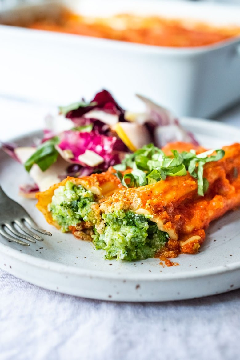 Healthy delicious Broccoli Stuffed Manicotti. A cozy homemade vegetarian meal that can be made ahead! Perfect for weeknight dinners or the holiday table. #manicotti #vegetariandinner #broccoli #broccolirecipes