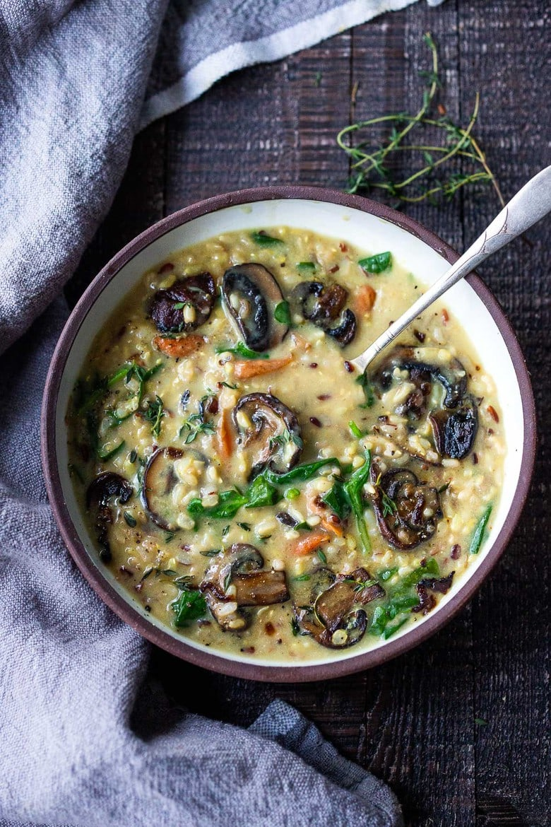 Instant Pot Wild Rice Soup with mushrooms and spinach- a healthy vegetarian soup recipe that is easy, fast and vegan adaptable!#healthy #wildricesoup #instantpot #vegetarian