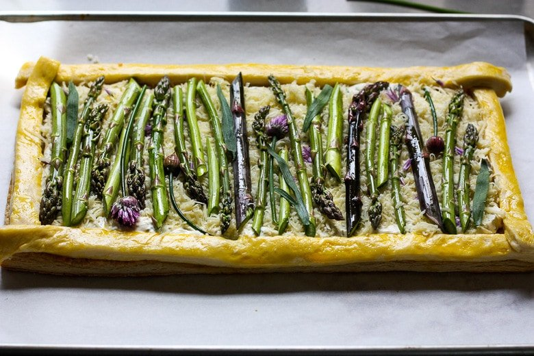 assemble the tart with the asparagus